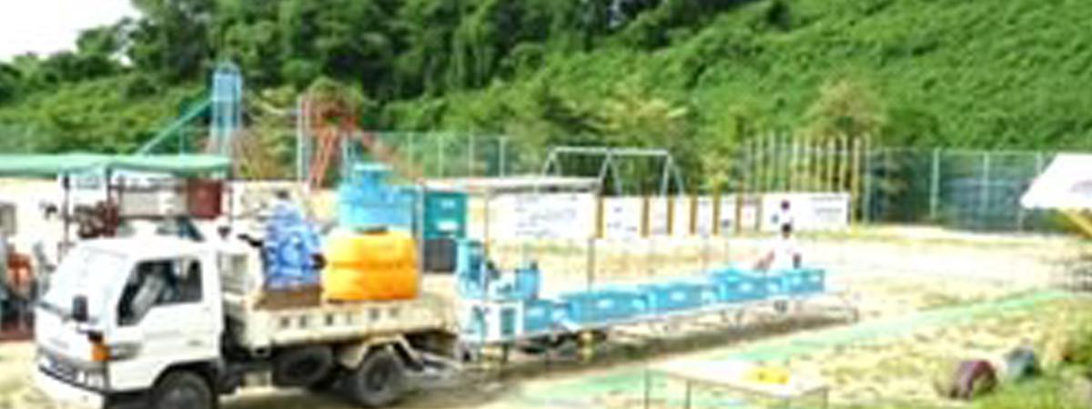 福島県内の小学校で行われた放射能汚染水の除染実証試験の様子
